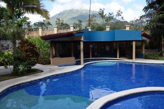 Hotel Magic Mountain : Pool and Bar area