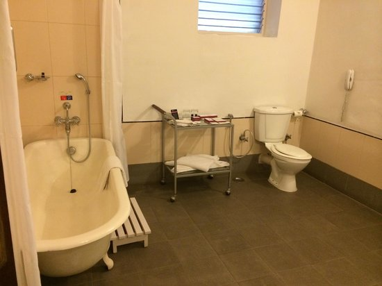 Royal Orchid Metropole Hotel: Bathroom