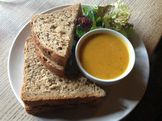 The George Inn: Prawn Sandwich with soup