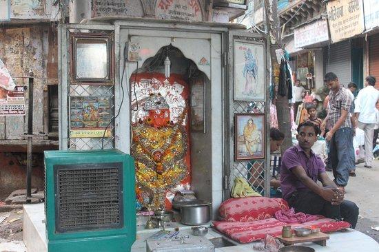 Agra Walks : Pataal Hanuman Mandir