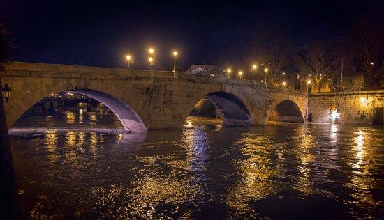 Trastevere : Ponte Cestio