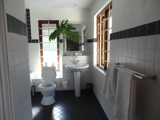 Northcliff Manor Guest House: Bathroom