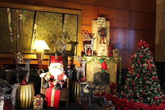 The Fullerton Hotel Singapore : Новогодний холл
