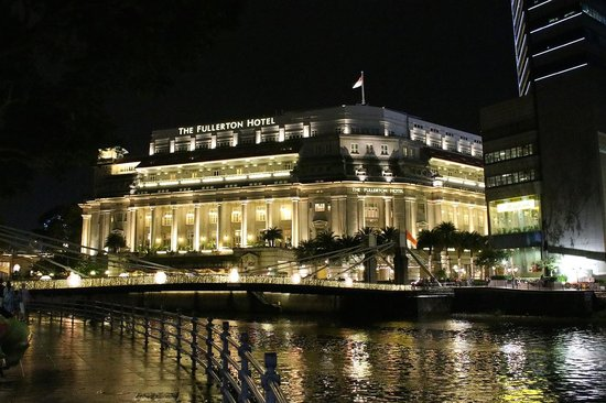 The Fullerton Hotel Singapore: Вид ночью