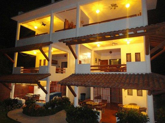 Villa El Arca: De noche