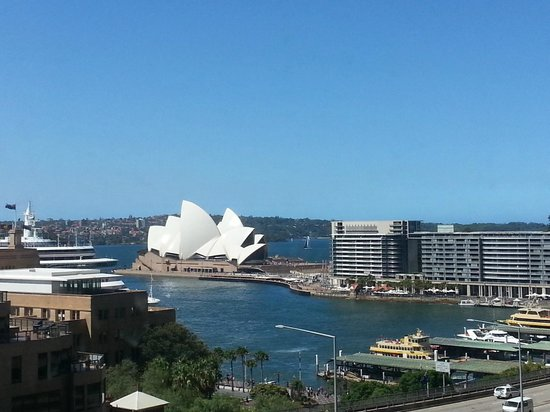 Four Seasons Hotel Sydney: Sunny day in Sydney