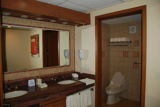 The Royal Haciendas All Suites Resort & Spa: Bathroom of our unit (C222)