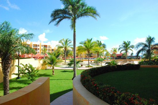 The Royal Haciendas All Suites Resort & Spa: Hotel grounds