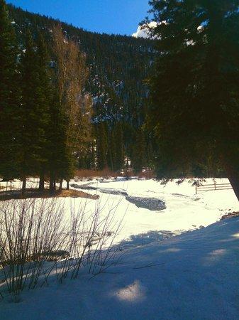 Wolf Creek Ranch Ski Lodge: River Runs Through It