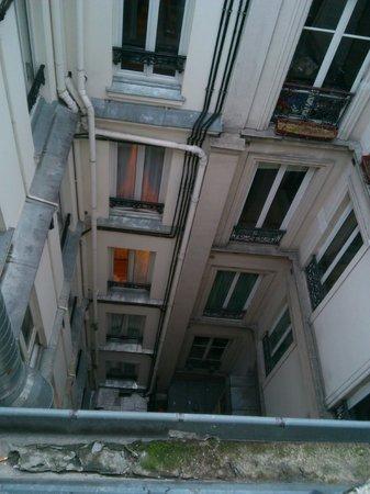 Hotel du Mont Blanc: 3-х местный: Вид из окна