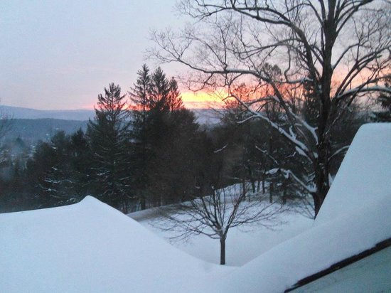 West Mountain Inn : sunrise from the Norman Rockwell room