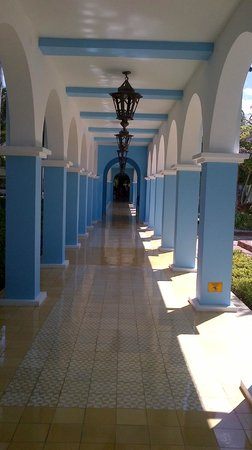 Iberostar Costa Dorada : Hallway from the Buffet to the Rooms
