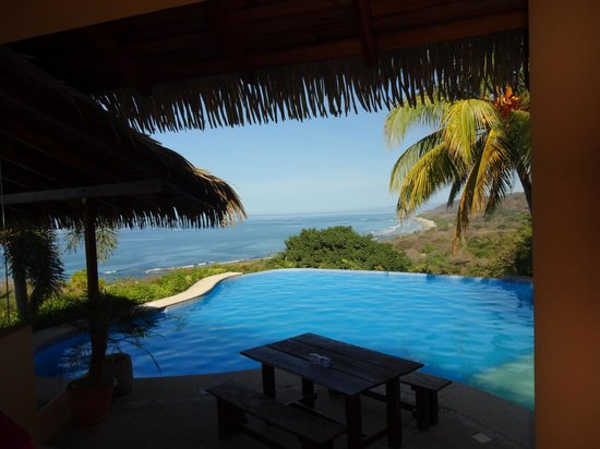 Hotel Vista de Olas : Pool viewed from Dining area
