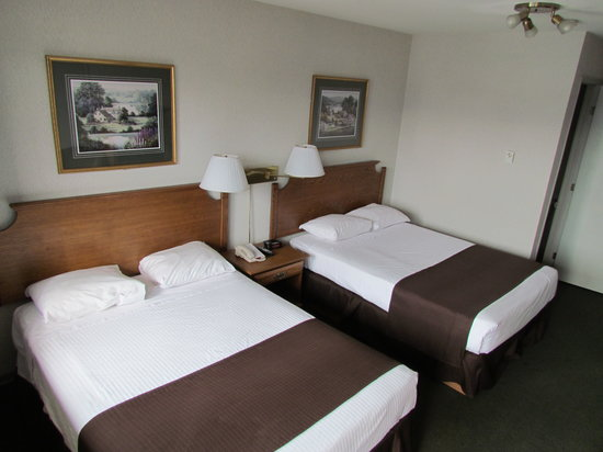 Super 8 Kelowna BC: 2 double beds