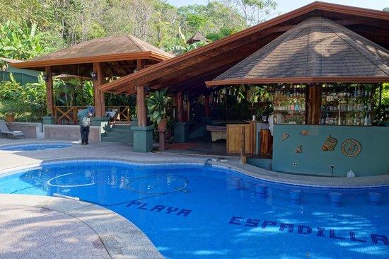 Hotel Playa Espadilla: Bar, Restaurant and pool