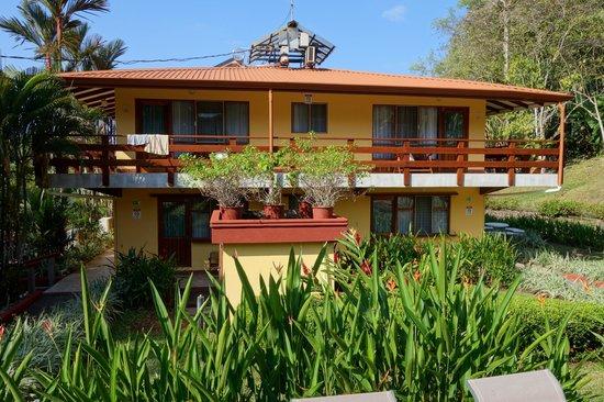 Hotel Playa Espadilla: View of back of hotel
