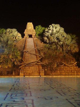 Disney's Coronado Springs Resort: The Dig Site
