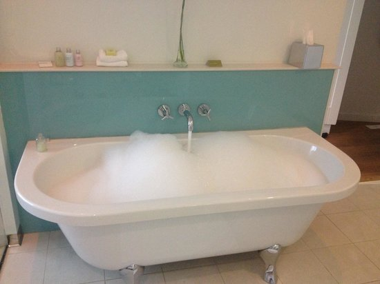 Abode Chester : Spacious bath