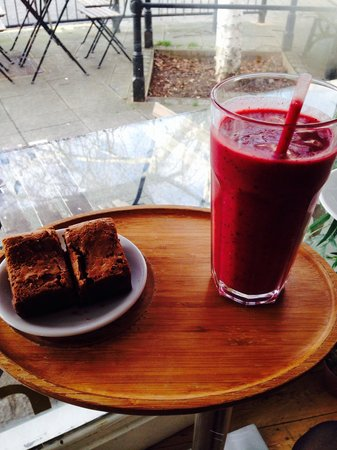 Coffee Corner: Best brownie and smoothie for miles around!