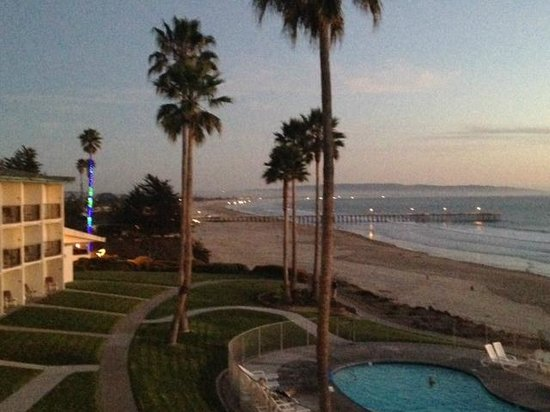 Kon Tiki Inn: View at night (Pismo Pier)