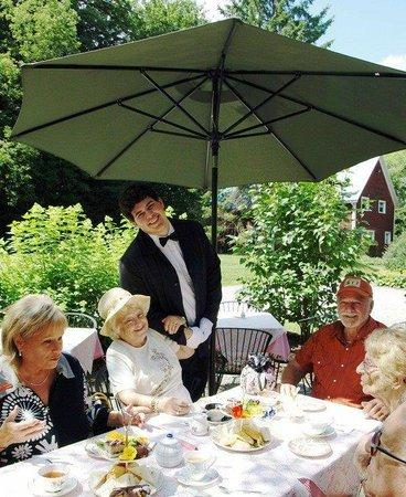 Uplands Cultural & Heritage Centre : Tea service in the garden