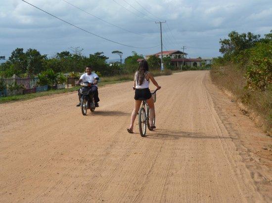 Jaguar Reef Lodge & Spa : Bike ride in to Hopkins