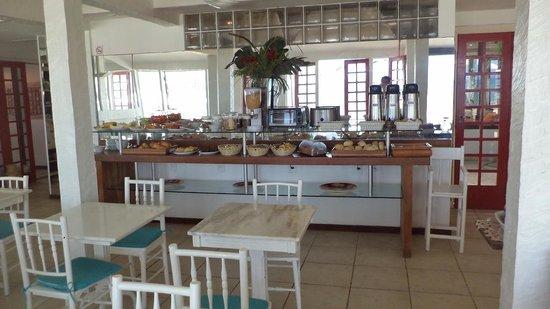 Chez Pitu Praia Hotel: Comedor por la mañana