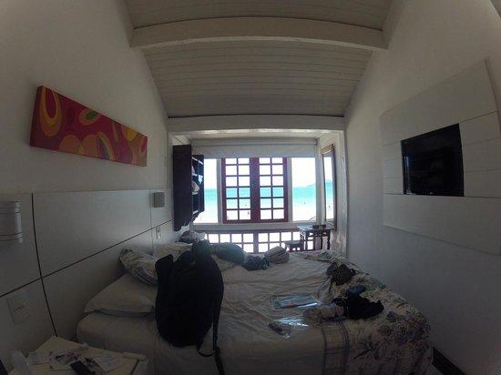 Chez Pitu Praia Hotel: La habitación bastante angosta