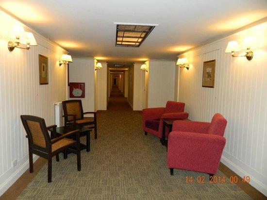 Alto Calafate Hotel Patagonico: pasillo de habitaciones