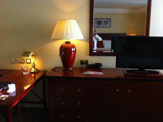 Ballsbridge Hotel: Computer area and desk