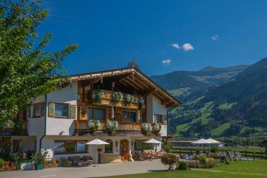 Aparthotel Stacherhof: ein strahlender Sonnentag am Stacherhof