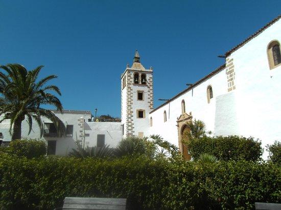 Iglesia Catedral de Santa María de Betancuria: Beautiful church outside