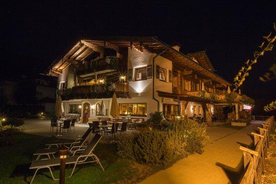 Aparthotel Stacherhof: bei Nacht