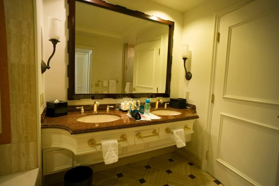 Caesars Palace: bathroom