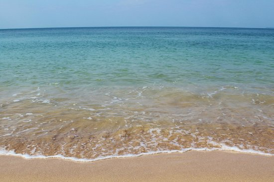 Papillon Bungalows : Clear and calm blue water