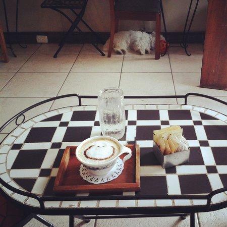 Café-Té-Ría: Cappuccino