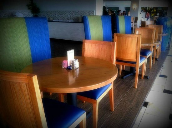 Islands Bar and Grill: Dining Area