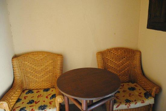 Selwo Lodge Hotel: sillones de la zona habilitada con microondas