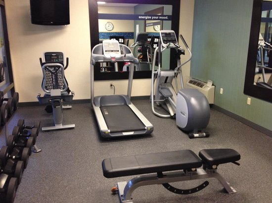 Hampton Inn Quakertown: Exercise room. Not big but works for me.
