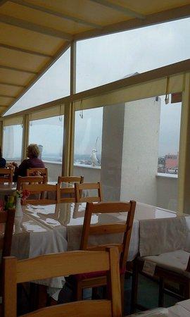 Sultanahmet Suite Life Hotel: на террасе ,несмотря на любую погоду.всегда солнечно,летают чайки за окном и рядо Босфор