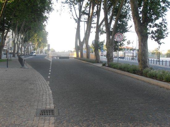 Sao Jose Hotel: A la salida del hote por donde se camina hacia el Santuario