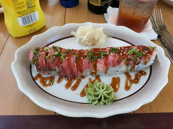 Castaway Waterfront Restaurant & Sushi Bar : Surf and turf roll...yum!!!