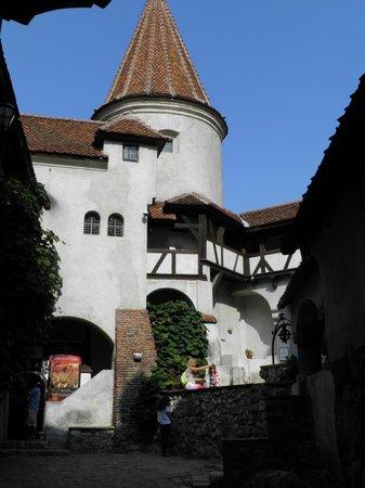 Château de Bran : Внутренний двор опоясан галереями