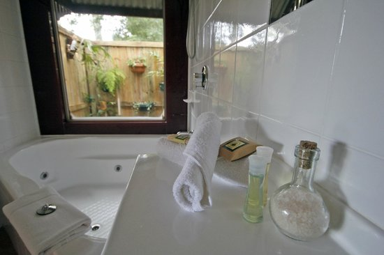 Bendles Cottages & Villas: Romantic Garden Cottage Ensuite