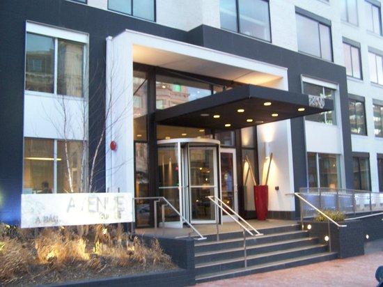 Avenue Suites Georgetown: entrance to avenue suites