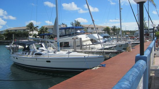 Ocean Reef Yacht Club & Resort: Boats at resorts