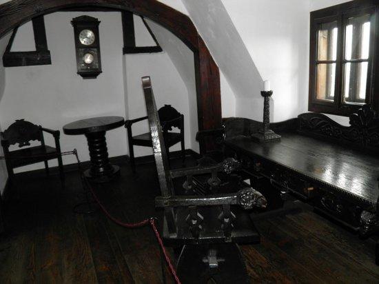 Château de Bran : Практически в каждом зале есть уютные ниши, альковы, уголки для отдыха