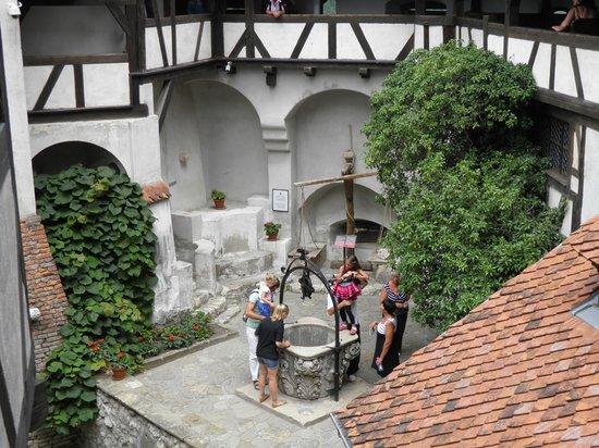 Château de Bran : Колодец во дворе