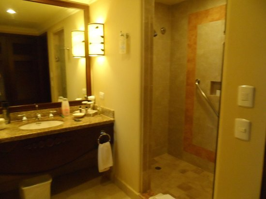 Pueblo Bonito Sunset Beach: Bathroom No. 1