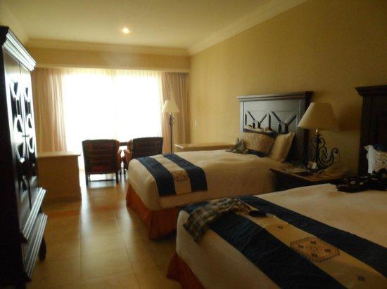 Pueblo Bonito Sunset Beach Golf & Spa Resort: Bedroom